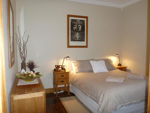 Queen Bedroom - Manly Beach Vew Bed and Breakfast - Manly - rentals