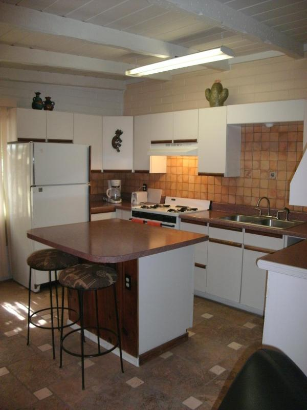 Kitchen -fully equipped - Casita w/skylight,custom tile & woodwork,near pool - Tucson - rentals