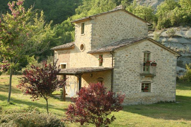 smart old stone houses, in country central Italy - Image 1 - Montone - rentals