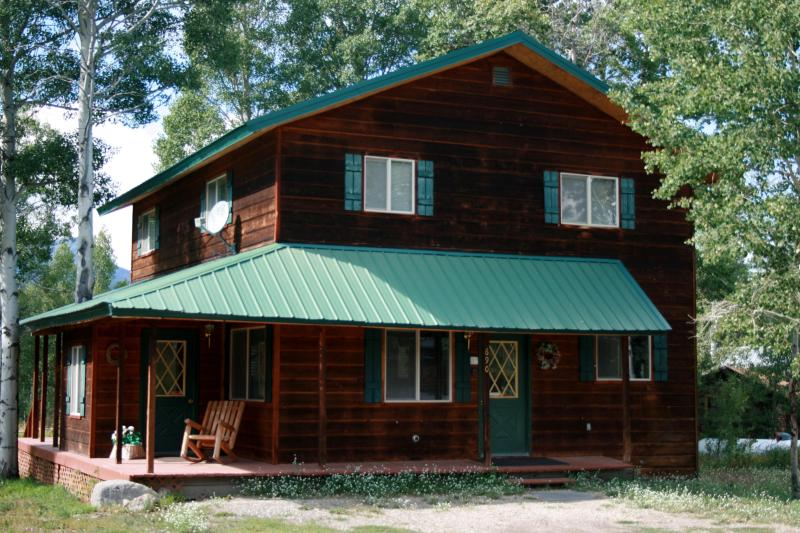 Cabin Fever Lodging - Sleeps 10, 5 Bdr, 3 Bth, 5 night min in summer - West Yellowstone - rentals