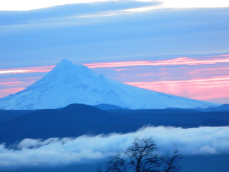 Enjoy the sunrises and sunsets from your suite. - Gibson Getaway Bed & Breakfast - Washougal - rentals