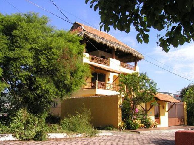 View from the street. - Most centrally located accomodation in Zihuatanejo - Zihuatanejo - rentals