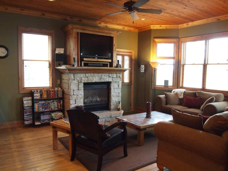 FAMILY ROOM - LUXURY SKI HOME WALK TO PARK CITY SLOPES! HOT TUB! - Park City - rentals