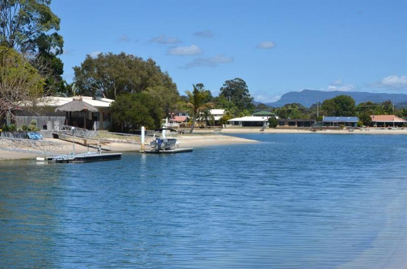 4 bedroom waterfront - Palm Beach holiday home - Image 1 - Gold Coast - rentals