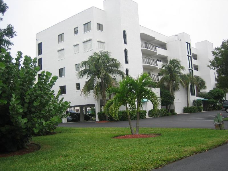 Condo Building - CASA MARINA Beautiful South Island Location - Fort Myers Beach - rentals