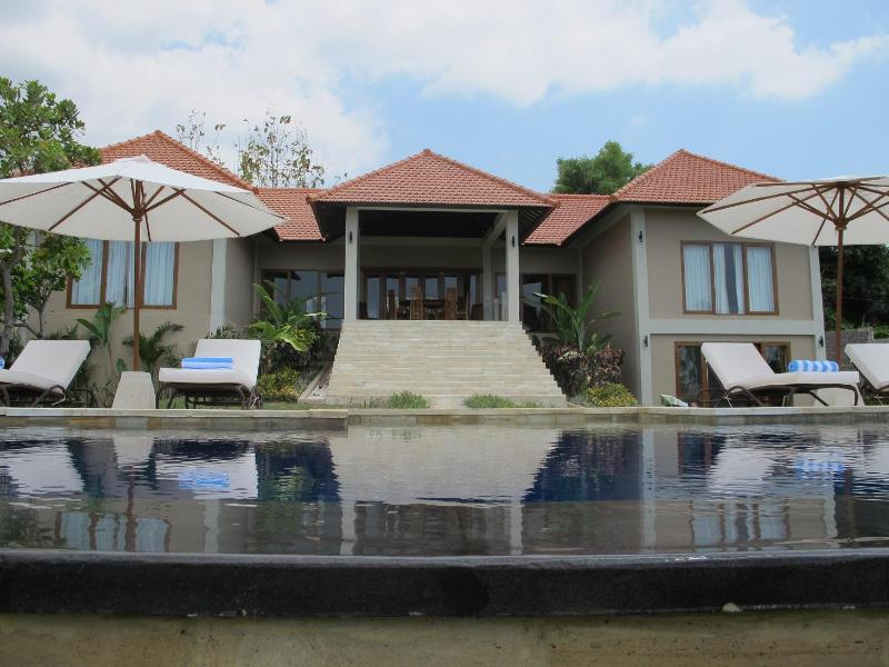 Luxury villa with panoramic ocean views - Image 1 - Lovina Beach - rentals