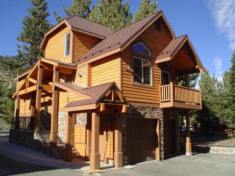 Exterior View - Exclusive Ski Townhome next to Mammoth Village - Mammoth Lakes - rentals