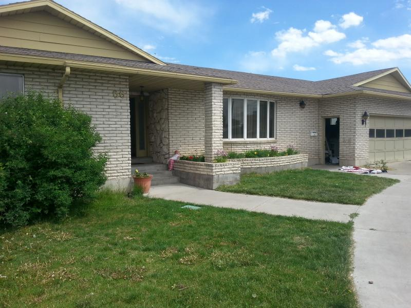 This charming white brick home, with circular drive, is right in the heart of Rexburg.  - Legacy Vacation home in Rexburg - Rexburg - rentals