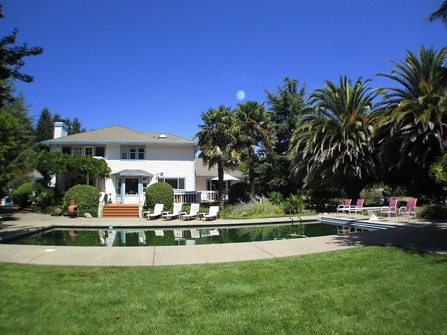 whole backyard view with large garden, spa, swimming pool, palm trees - House on 5 acres land,has Swimming Pool,Spa,Tennis - Napa - rentals