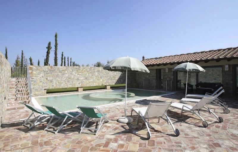 Villa La Tabaccaia sleeps 6 in Florence, Tuscany - Image 1 - Montaione - rentals