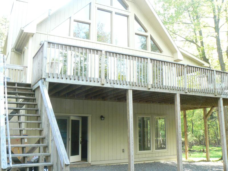 905 Pine Knoll, front of house, deck on main living level - Lake Harmony Estates All Season Chalet 5 Bedrooms! - Lake Harmony - rentals