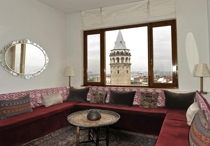 Ottoman corner next to the panorama window with view over Galata Tower, the old city & the Bosphorus - Living Istanbul - Over the rooftops in Galata - Istanbul - rentals