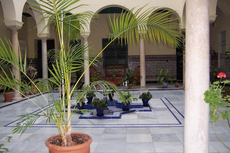 Apartment with Cathedral Great Views. Free WIFI - Image 1 - Seville - rentals