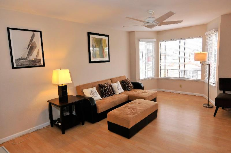 Living room - New Listing! Spacious Oceanside Vacation Flat - San Francisco - rentals