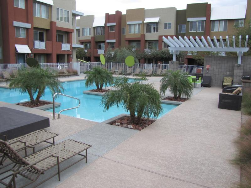 view of the heated pool and barbeque area - Luxury Westgate Condo At The Heart Of The Action! - Glendale - rentals