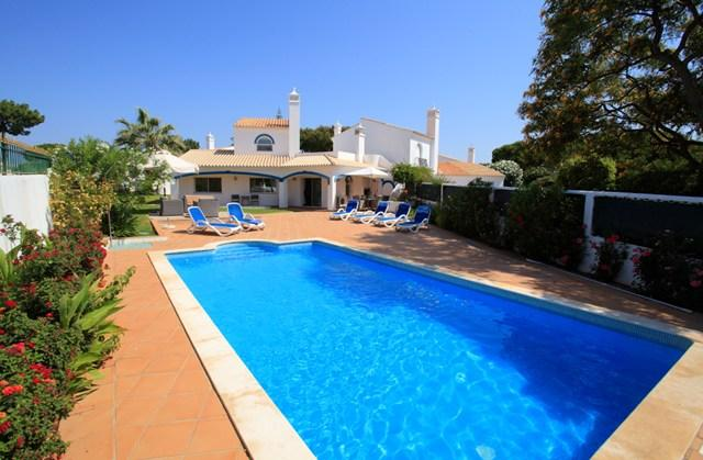 Exterior of villa - 3 bedroom villa with large heated pool & WIFI - Vale do Lobo - rentals