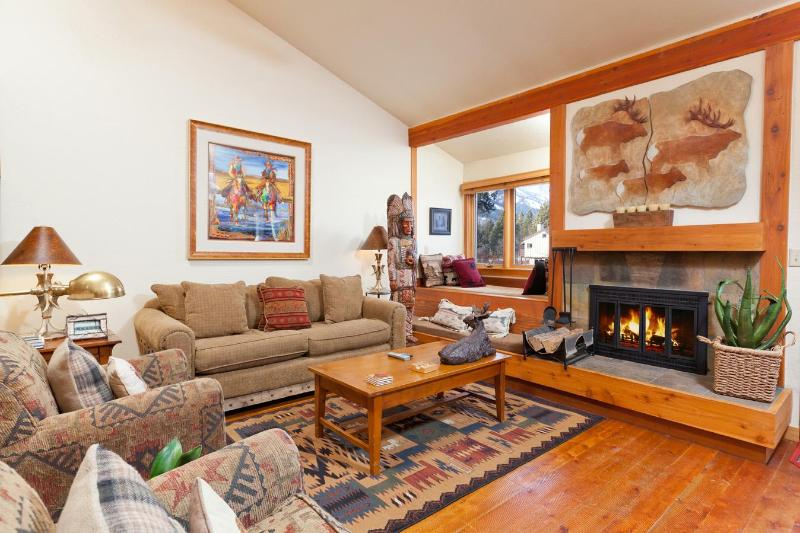 Remodeled 2 Bedroom Condo with Mountain Views! - Image 1 - Wilson - rentals