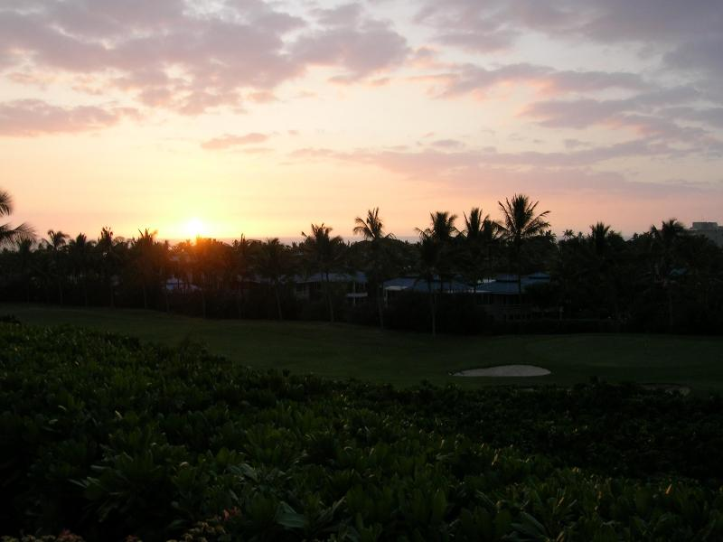 You will enjoy superb sunsets from the Lanai - Comfort and Convenience with Sun and Sunsets - Keauhou - rentals