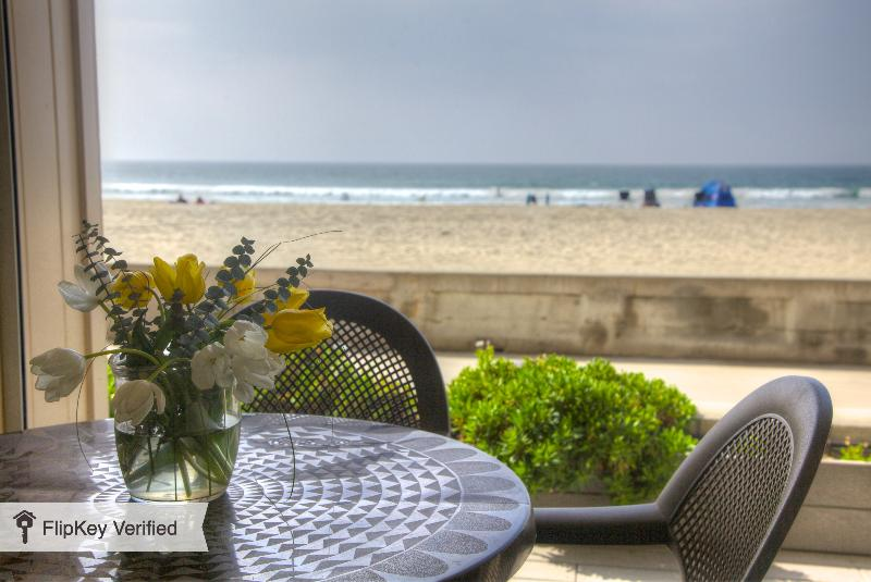 Oceanfront Patio - Oceanfront 2 bedroom condo on the Boardwalk - San Diego - rentals