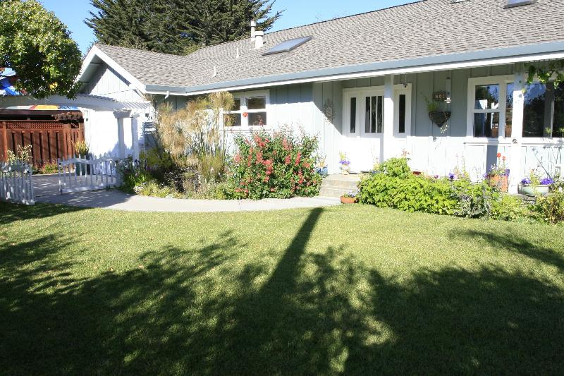 Front yard with pond - 26th Ave Garden Cottage By The Sea - Santa Cruz - rentals