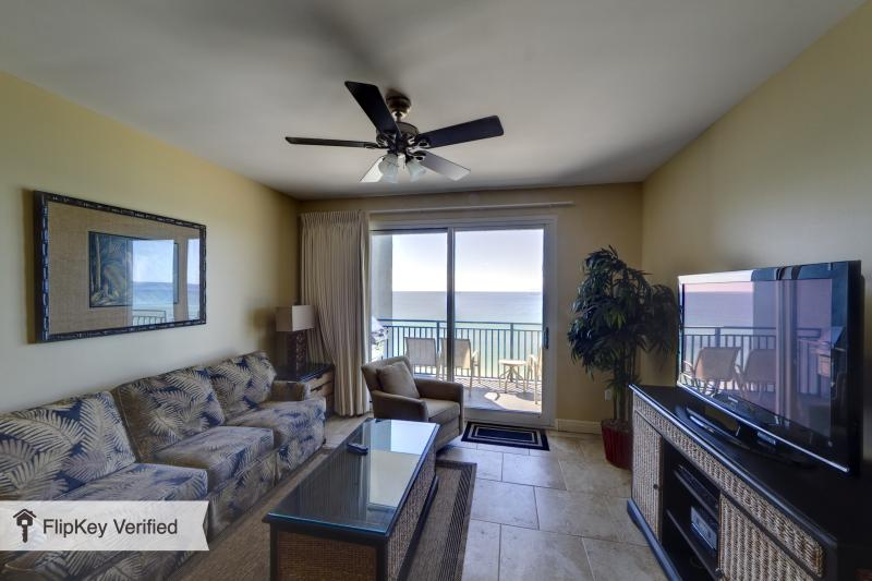 Living room overlooking the Gulf w/flat screen TV - Panama City Bch FL on beach  luxury 2BR 2BA w/bunk - Panama City Beach - rentals