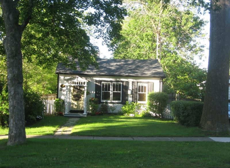 Old Blacksmith's Cottage - Luxury 1835 Cottage in Centre. Near Shaw Theatre ! - Niagara-on-the-Lake - rentals