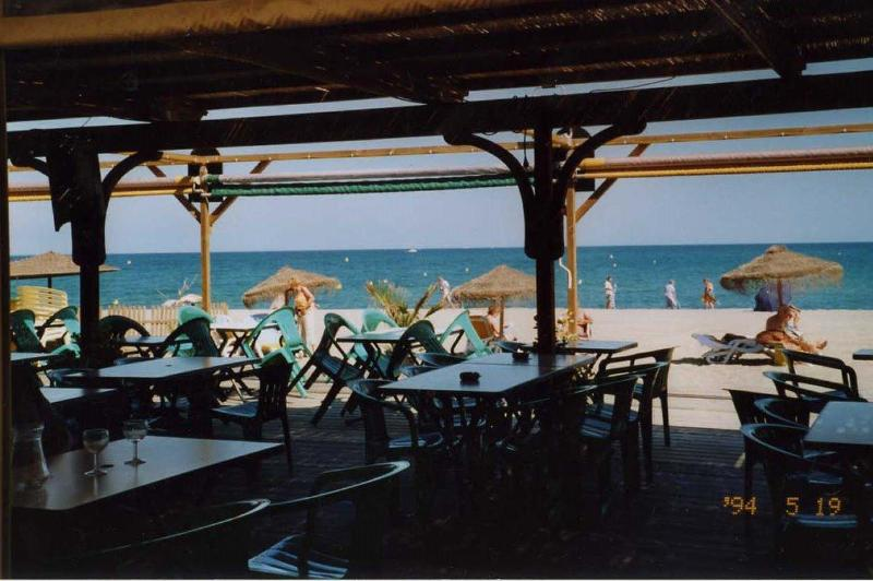 Beach at AL TRAYOU restaurant, 10mn easy walk from apartement along waterside, over turning bridge - South of France Duplex on the water near SPAIN - Perpignan - rentals