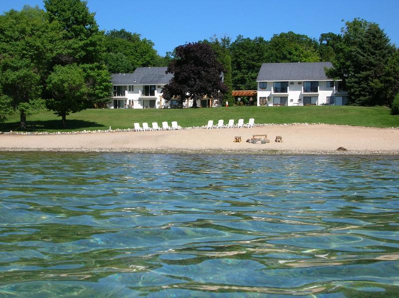 Vineyard Inn on Suttons Bay boasts beaches on the sparkling shores of Suttons Bay - Beachfront Loft Condo in Michigan's Wine Country - Suttons Bay - rentals