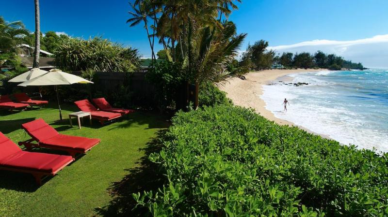 Beach Front Lounge Steps To Sand - 3 Bedroom Beachfront Villa - Paia - rentals