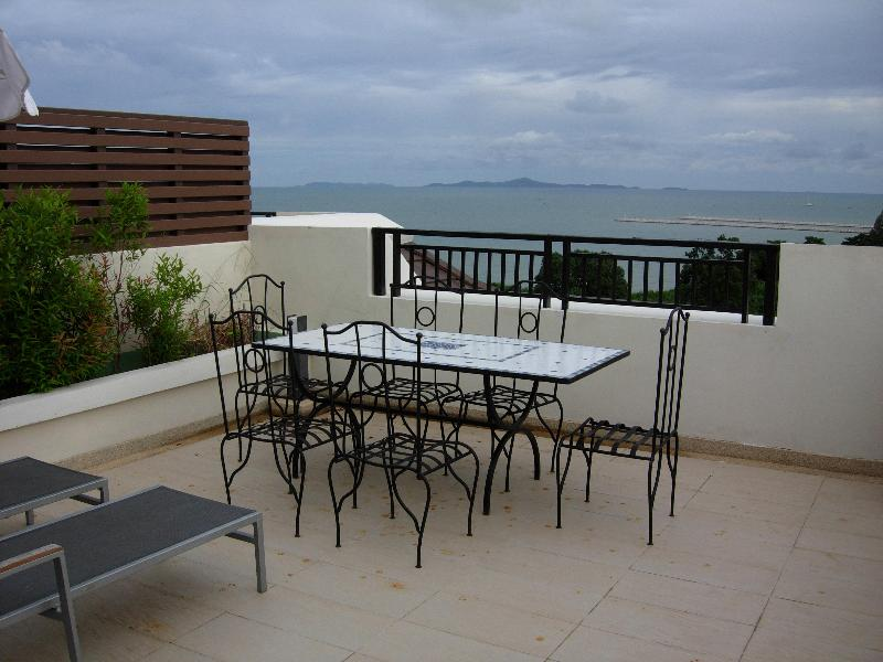 Penthouse roof terrace, jacuzzi, sea view, 2 room - Image 1 - Jomtien Beach - rentals