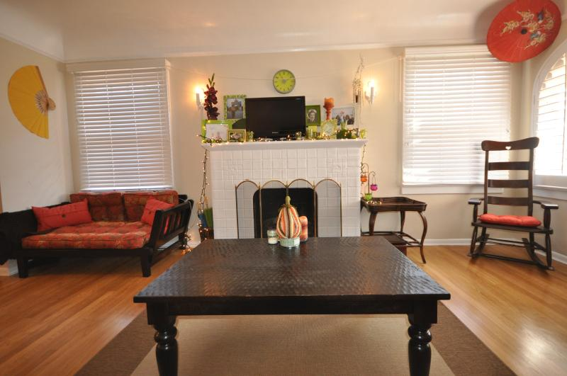 Charming Living Room with Gas Fireplace - 10% OFF July 21-25th: Balboa Park,Zoo,Downtown - San Diego - rentals
