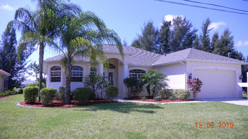 A relatively new and well maintained home - Villa Caribbean Dream - Your Paradise Awaits You - Cape Coral - rentals