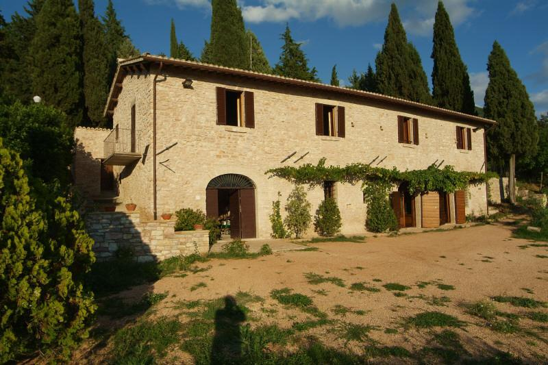 The façade of the house - XVcent country house in a green park out of Assisi - Assisi - rentals