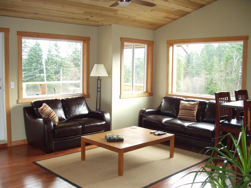 Main room with vaulted cedar ceiling - Cozy, Private, 1BR Carriage House on Quiet Acreage - Courtenay - rentals