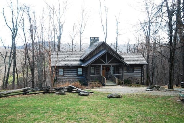 Front View of Cabin - THE DEN - Blowing Rock - rentals