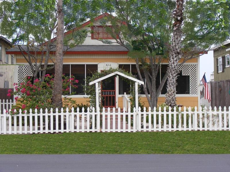 StoryBook Cottage with Parking in Back - Fabulously Wonderful 1940's Restored Beach Cottage - Port Aransas - rentals