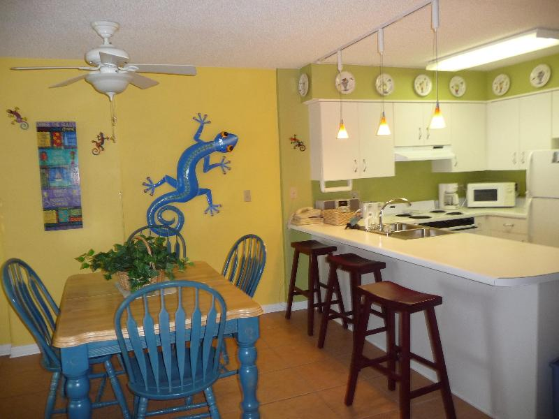 Great open kitchen and dining area - Best View of the Beach 6709 Gulf Shores Plantation - Fort Morgan - rentals