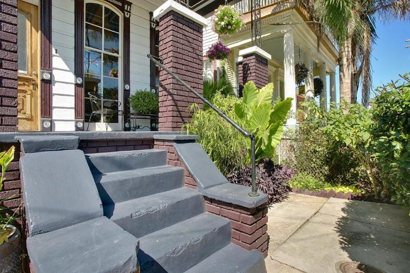 Front of the Cottage - Impeccably Renovated Luxury Cottage w/Jacuzzi - New Orleans - rentals