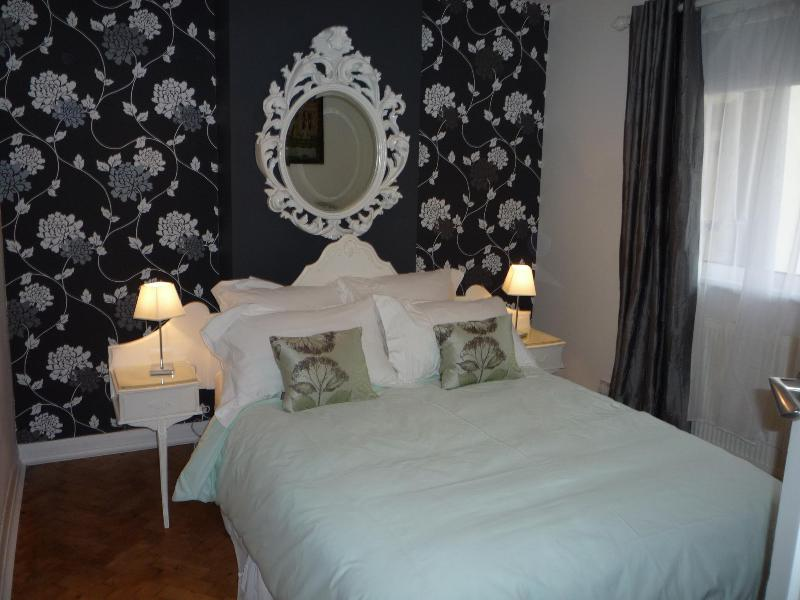 main bedroom - Cottage-style apartment 30 minutes from London - Surrey - rentals