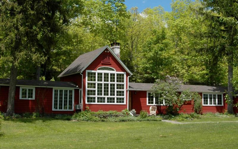 The Farmhouse - Stylish Farmhouse with Pool, Barn & Best Location - Woodstock - rentals