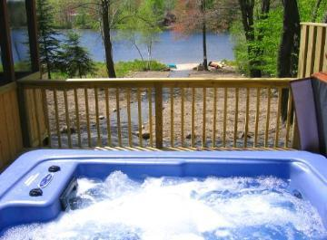 Lakefront Getaway, Mid week specials, Hot Tub - Image 1 - Tobyhanna - rentals