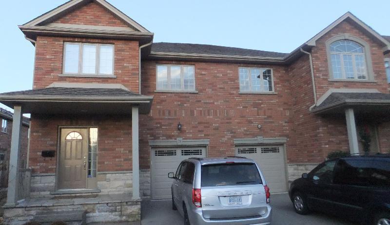 Semi-Detached Condo - 3 Bedroom  4 Bath Luxury Furnished Accommodations - Burlington - rentals