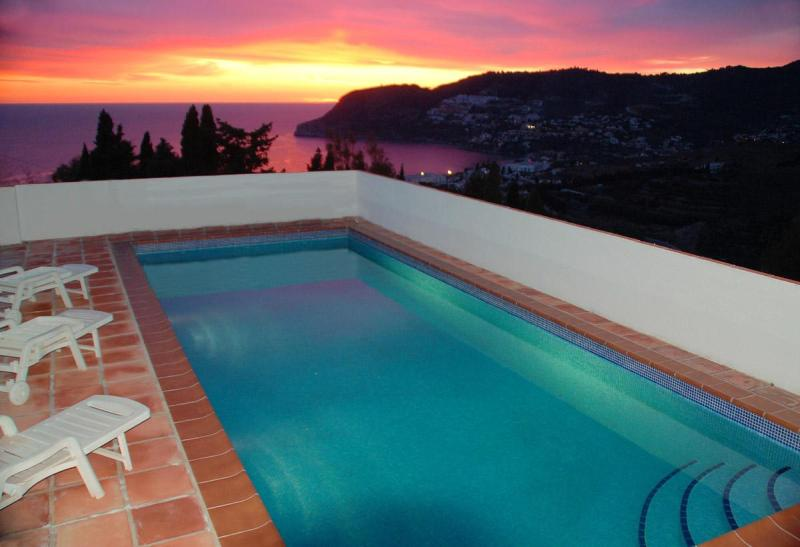Pool & Bay at sunset - Secluded Villa Madrigal, pool spectacular sea view - La Herradura - rentals