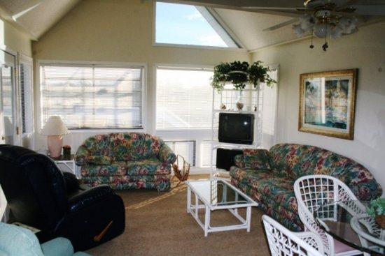 Great Family Vacation Condo 1 Block to Beach - Image 1 - Myrtle Beach - rentals