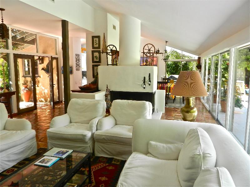 living area - Malibu Beach-Spa, Zuma Beach, Glass and Flowers - Malibu - rentals