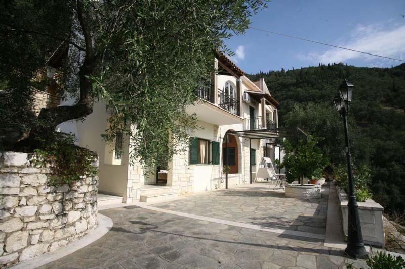 Exterior View - Secluded villa with pool and great views in Corfu - Corfu - rentals
