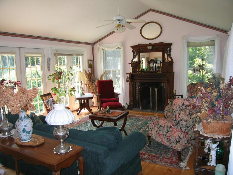 Wood Burning Fireplace, 6 windows, french doors, decorated beautifully, bright, sunny - Berkshires 3br-Spring/Summer, Wk/Mo Nr Tanglewood - Nyack - rentals