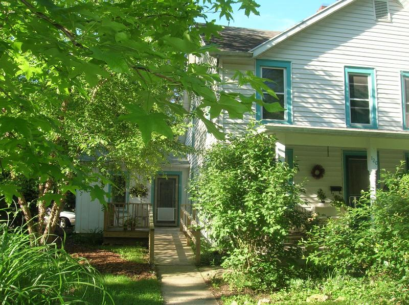 The Village Guesthouse pathway - Village Guesthouse in the Heart of Yellow Springs - Yellow Springs - rentals