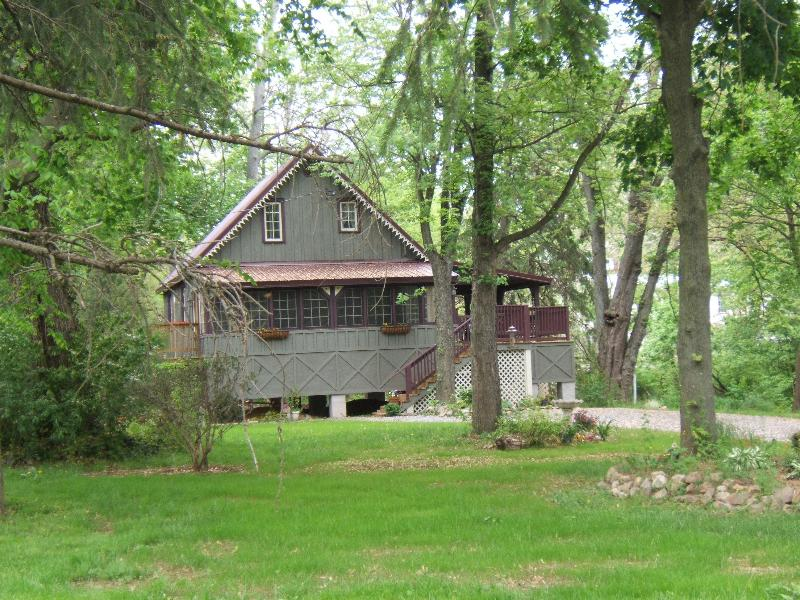 Covered Bridge Cottage - Waterfront - Heart of Amish & Antique Country - Leola - rentals