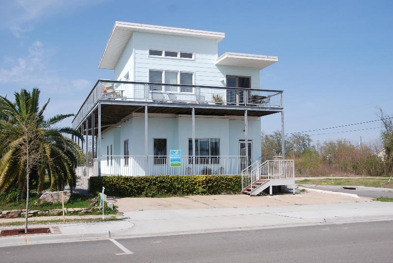front view - Pelican Perch> 3/2 with Lg Gulf View Balcony - Pass Christian - rentals